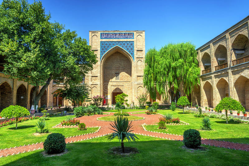 Сад предсердия Kukeldash Madrasah, Узбекистана стоковое фото rf