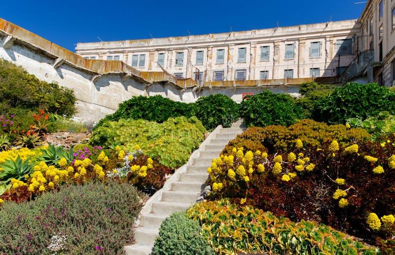 Сады тюрьмы на тюрьме острова Alcatraz стоковые изображения