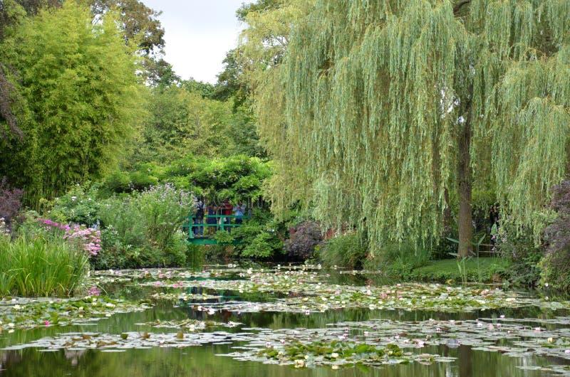 Сад Monet, Giverny, Франция стоковые изображения rf