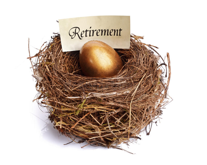 сбережения выхода на пенсию гнездя яичка золотистые стоковые фото