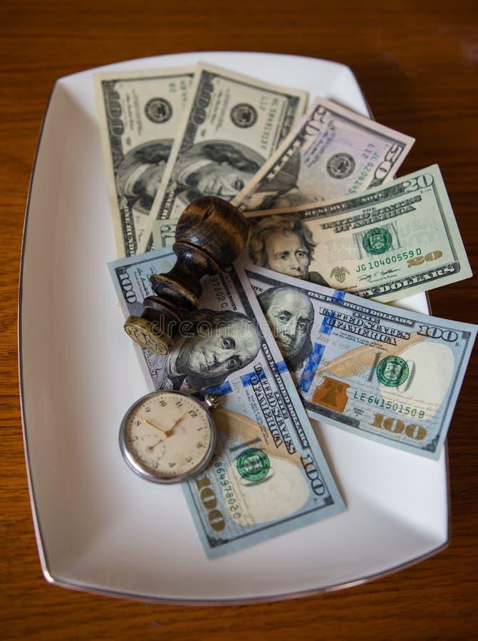 Сбережения в долларах с старыми карманным вахтой и уплотнением стоковое фото rf