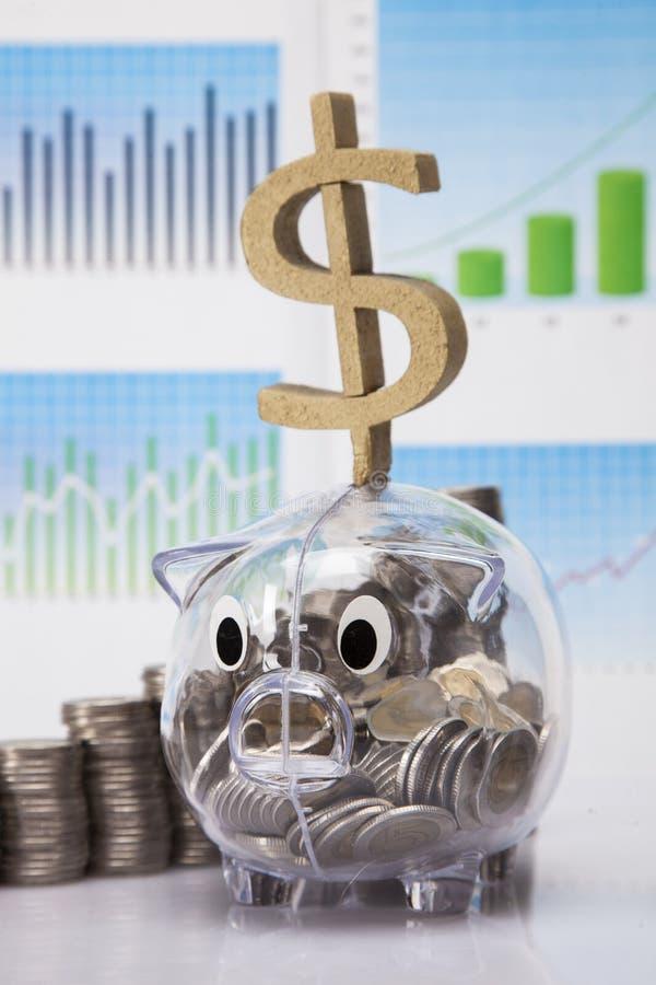 Сбережения в piggy банке стоковые фотографии rf