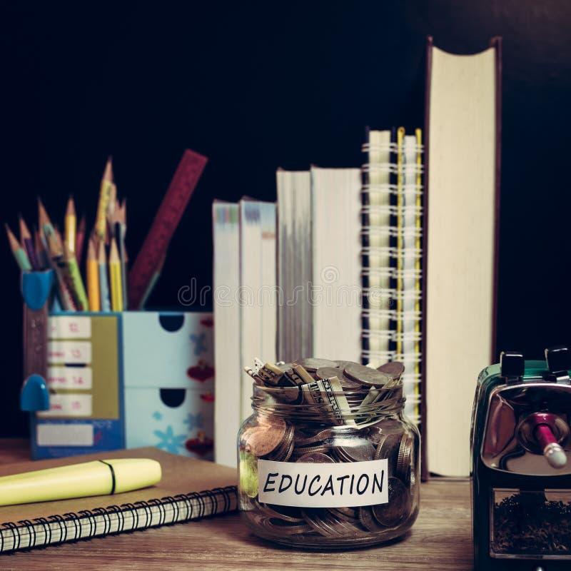 Сбережения денег для образования стоковая фотография rf