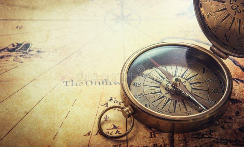 сбор винограда карты компаса старый Предпосылка авантюрных романов стоковое фото