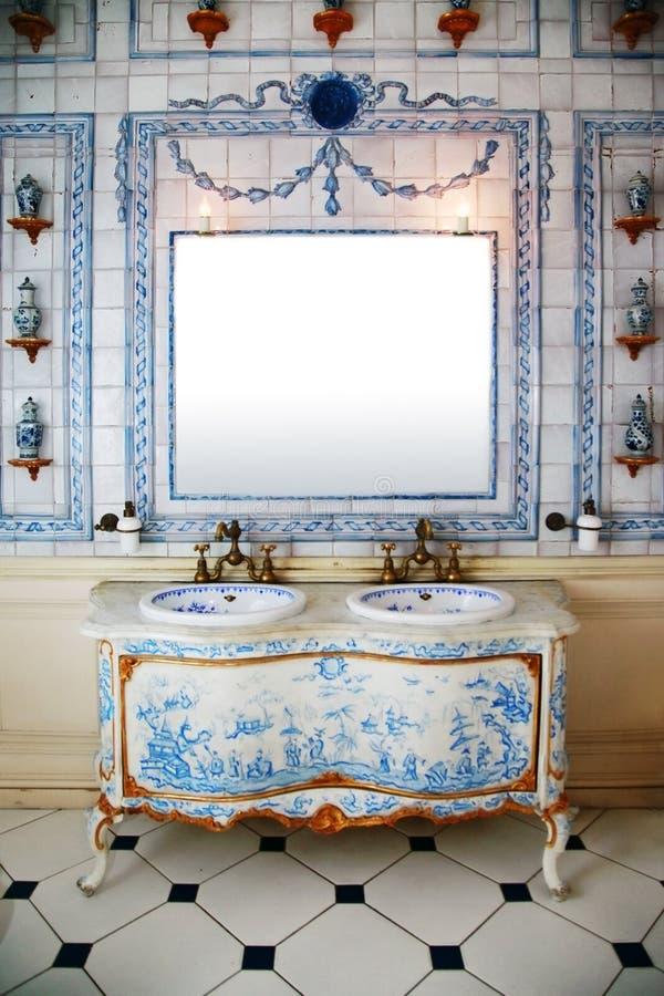 сбор винограда комнаты ванны стоковое фото rf