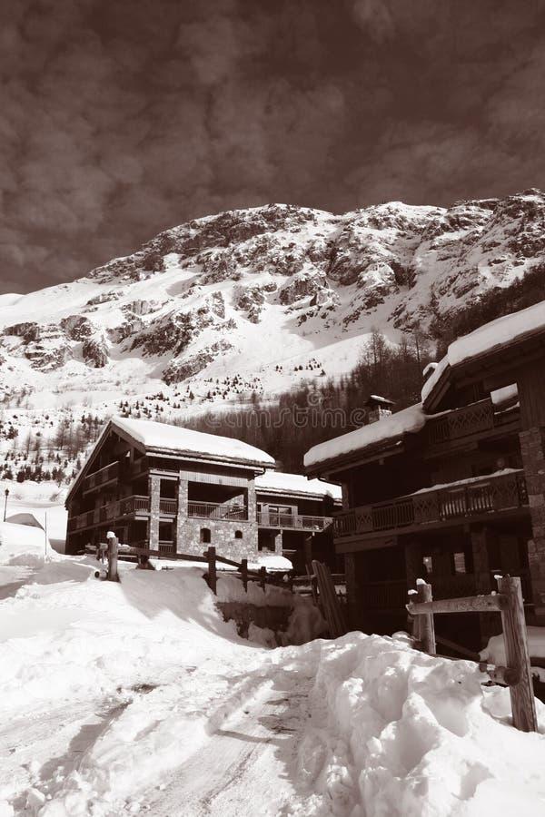сбор винограда лыжи chalets стоковые фотографии rf