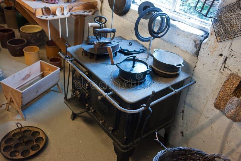 сбор винограда печки утюга плитаа старый стоковые фотографии rf