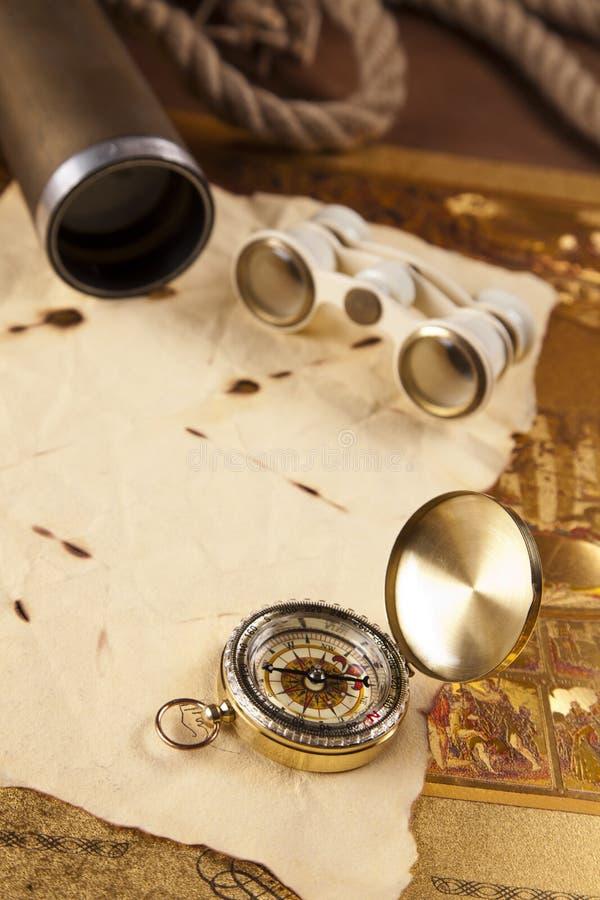 сбор винограда письма компаса биноклей стоковые изображения
