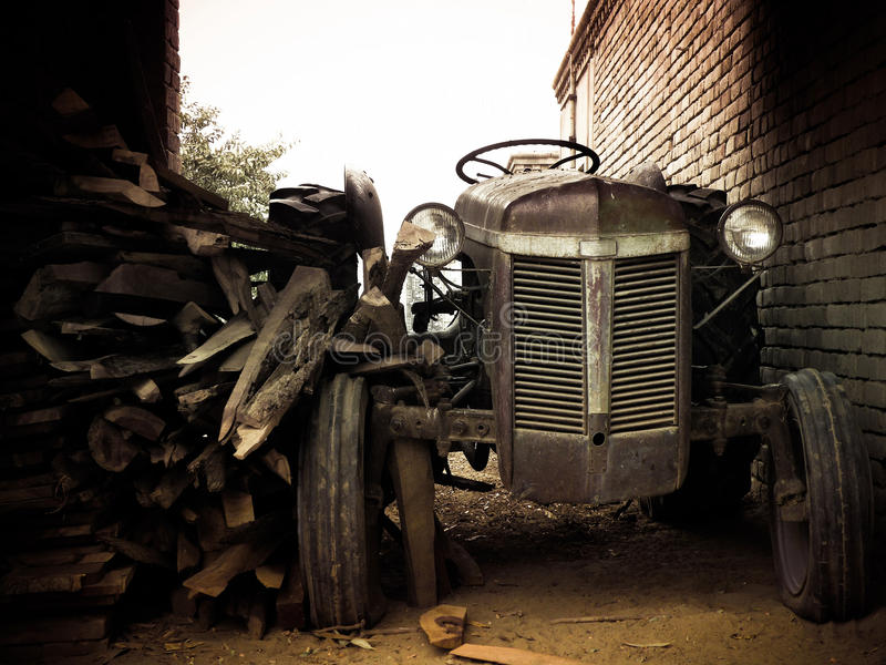 сбор винограда трактора стоковые фото