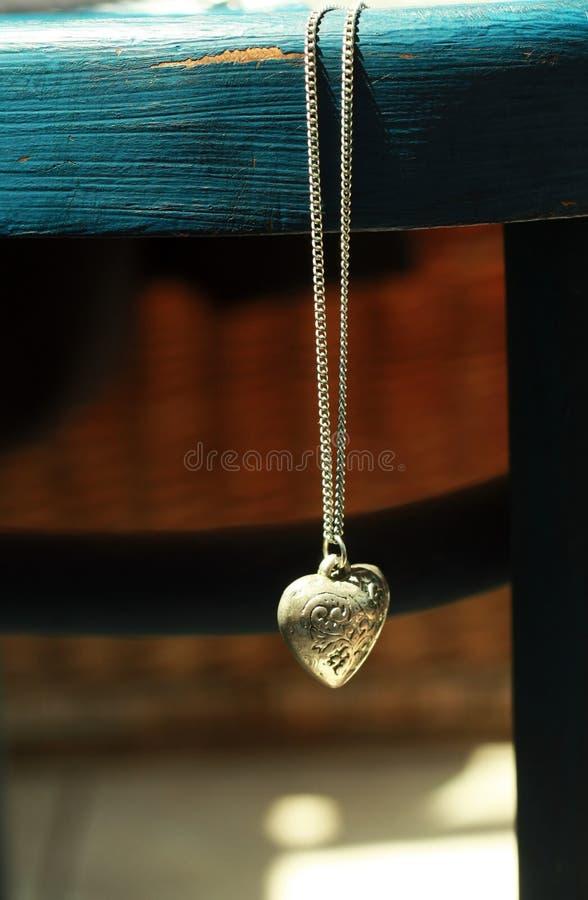 сбор винограда locket сердца стоковое изображение rf