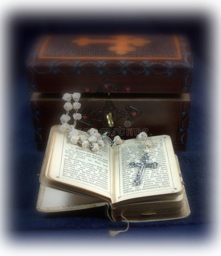сбор винограда rosary молитве книги стоковое изображение