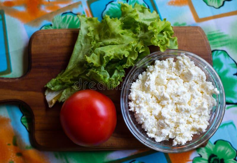 сбор винограда плиты коттеджа cheesecloth сыра свежий handmade вися органический стоковые изображения rf