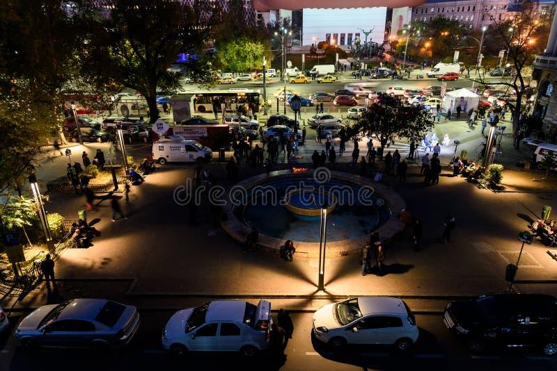 Сбор людей в квадрате университета и национальный театр на второй день протеста против правительства коррупции и румына стоковая фотография