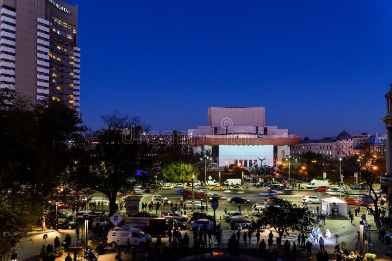 Сбор людей в квадрате университета и национальный театр на второй день протеста против правительства коррупции и румына стоковое изображение rf