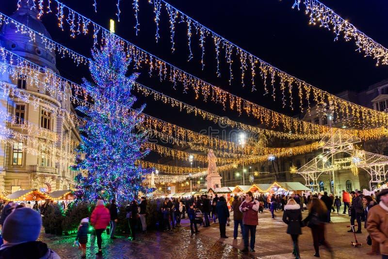 Сбор людей на городе Бухареста рождественской ярмарки городском стоковые фотографии rf