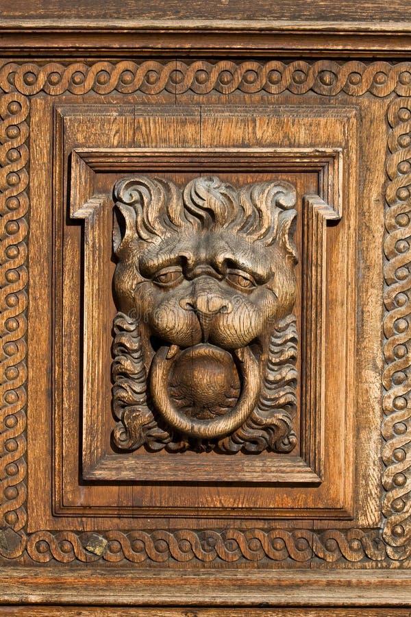 сброс льва деревянный стоковые фотографии rf