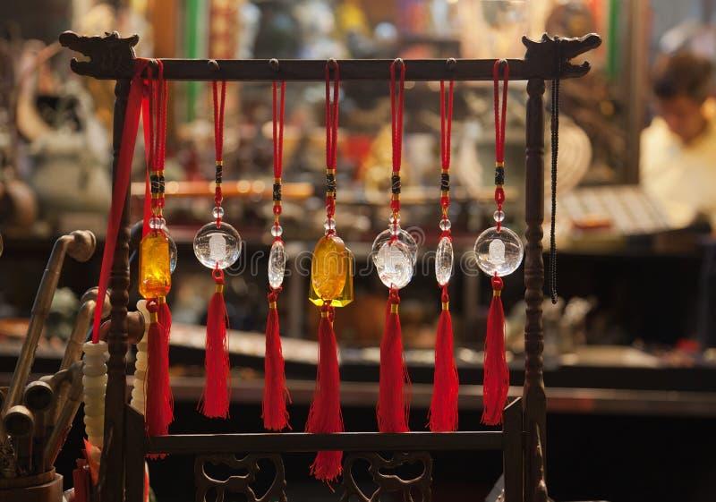 сбывание рынка Hong Kong amulets стоковая фотография
