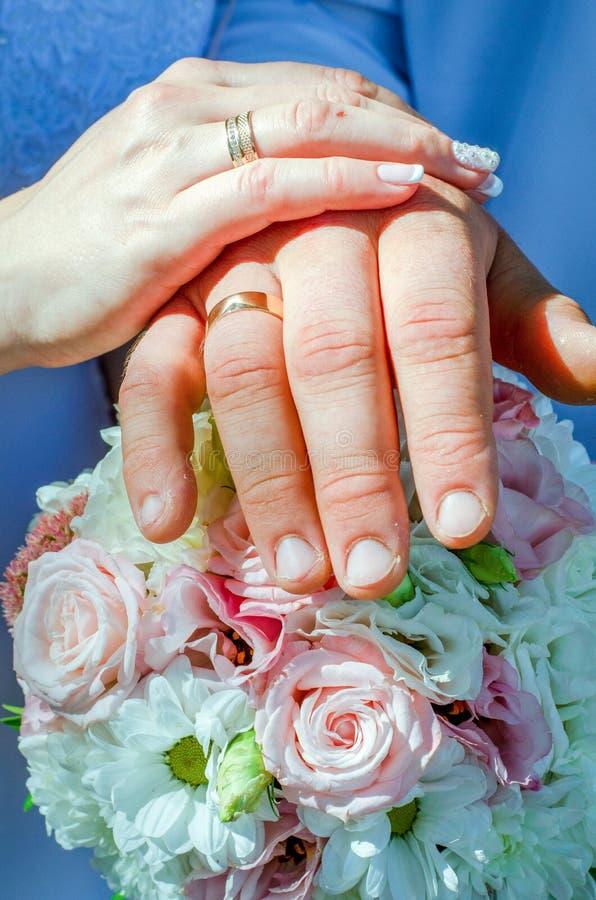 Свадьба в церков - священный обряд 7 таинств, во время которых любовник транспортирует, его желания, мыслей и стоковые изображения