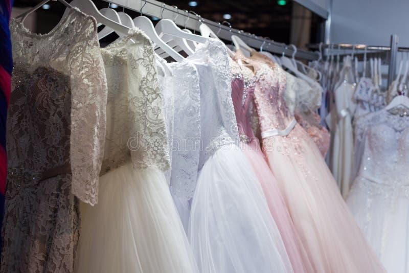 Свадьба и платья вечера стоковые изображения rf