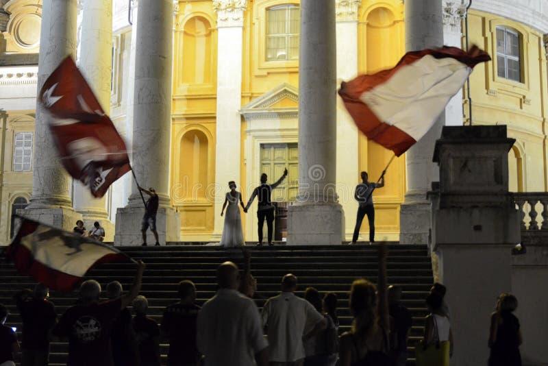 Свадьба с вентиляторами футбола Турин стоковые фото