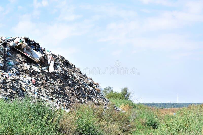 Свалка мусора, экологическая катастрофа в Восточной Европе стоковые фото