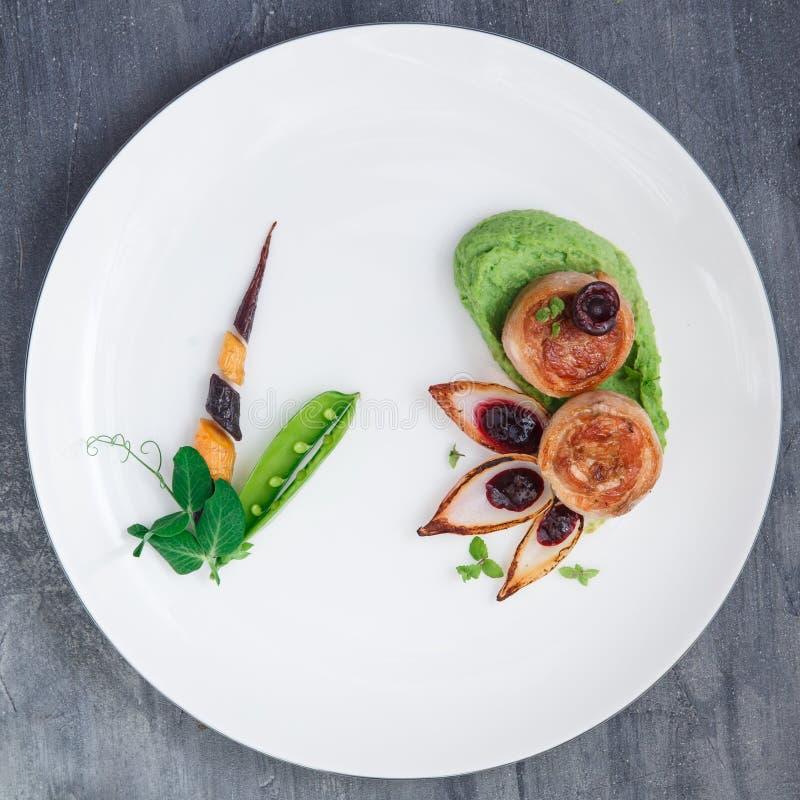 Сваренное жаркое с овощами, блюдо поясницы свинины ресторана стоковое фото
