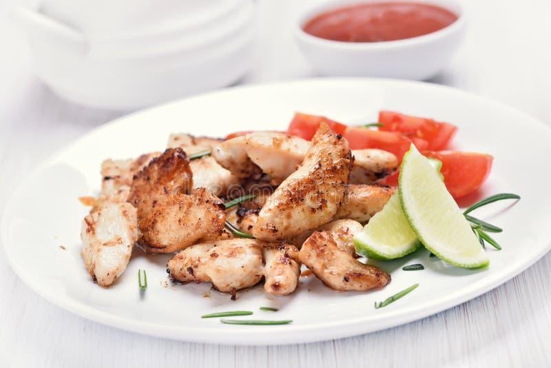 Сваренное мясо отрезанное цыпленком с овощами стоковое фото rf