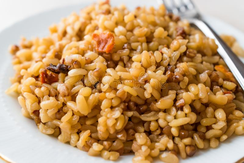 Сваренный рис булгура с гречихой/Pilav или Pilaf/Bulghur стоковое фото