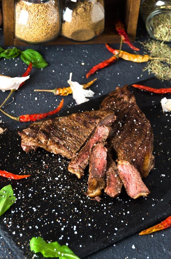Сваренный чеснок перца известки специи стейка bbq стоковая фотография rf