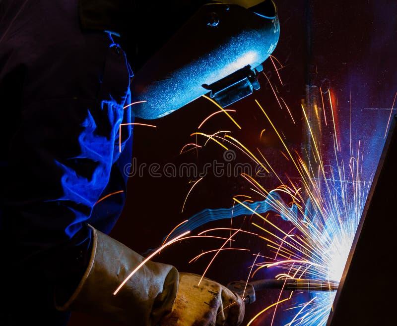 Download Сваривая стальная структура Стоковое Фото - изображение насчитывающей индустрия, человек: 33738334