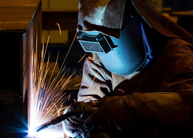 Download Сваривая стальная структура Стоковое Фото - изображение насчитывающей свет, умело: 33739512