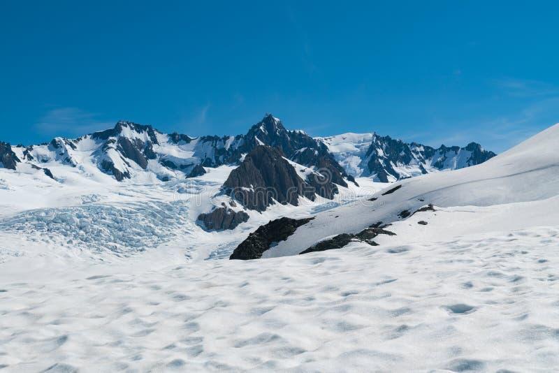 Сварите держатель с посадкой снега и предпосылкой голубого неба ясности, Новой Зеландией стоковая фотография rf