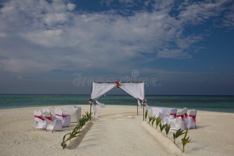 Свадьба на пляже в Мальдивах стоковое изображение