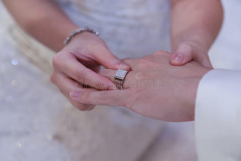 Свадьба, обручальное кольцо, захват стоковые фотографии rf