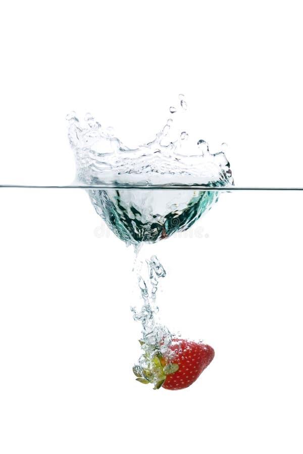 свежая вода клубники выплеска стоковое изображение rf