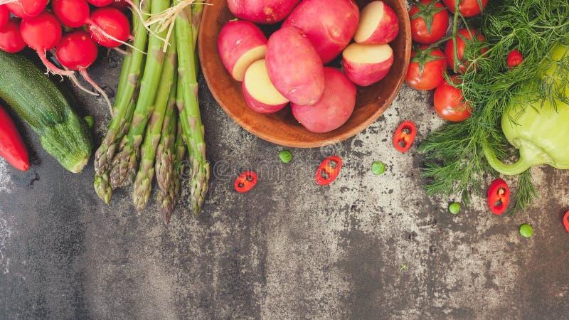 Свежая граница весеннего овоща стоковое фото