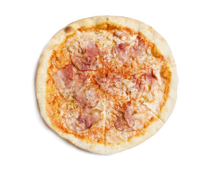 Свежая итальянская классическая первоначально пицца pepperoni изолированная на белой предпосылке стоковая фотография