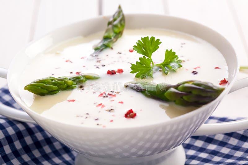 Свежая спаржа в cream супе стоковые изображения