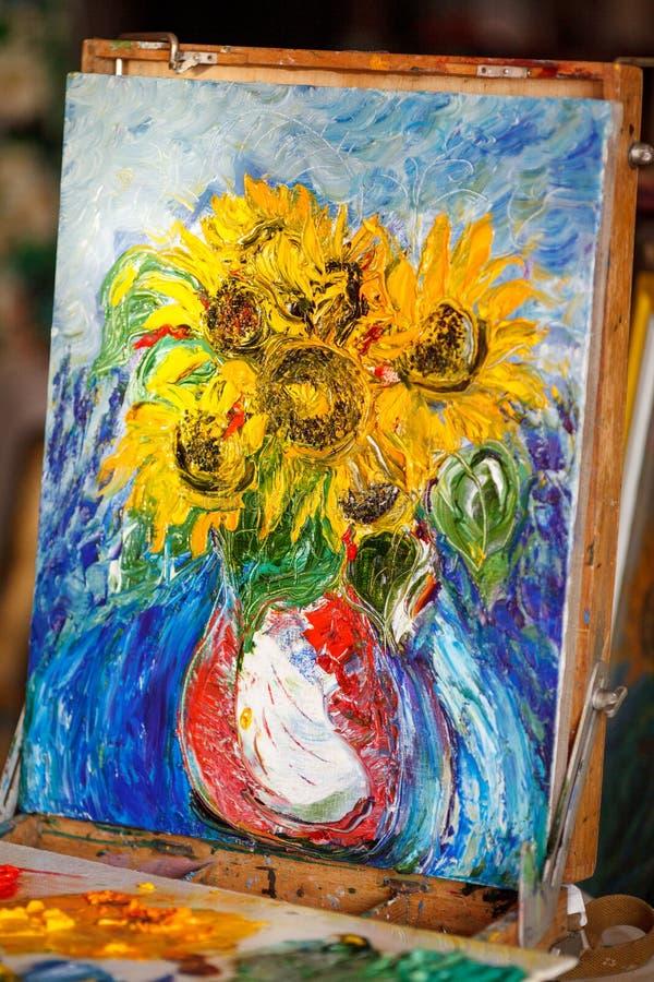 Свежее изображение, картина маслом на холсте в студии Солнцецветы стоковое изображение rf