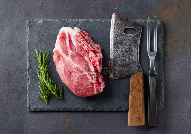 Свежее мясо на предпосылке графита стоковое фото rf