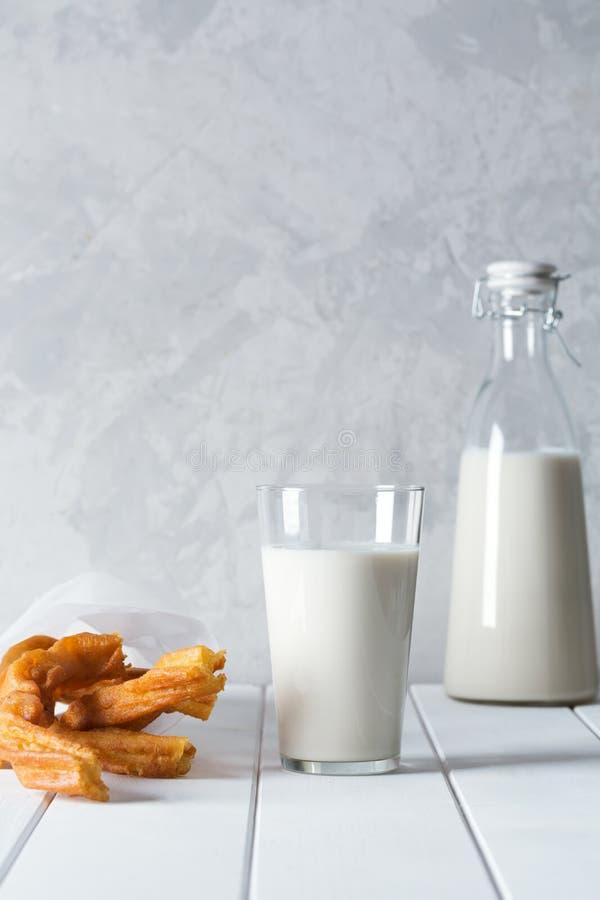 Свежее органическое питье horchata подготовило в Valensia, Испании стоковое изображение rf