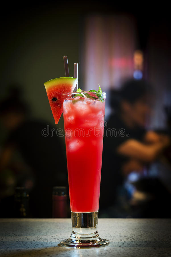 Свежее питье коктеиля сока и водочки арбуза стоковое фото rf