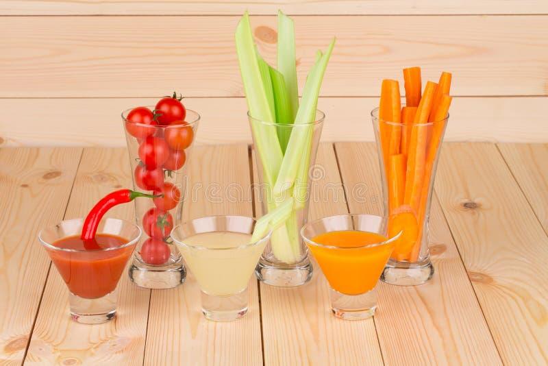 Свежее смешивание vegetable сока стоковое фото rf