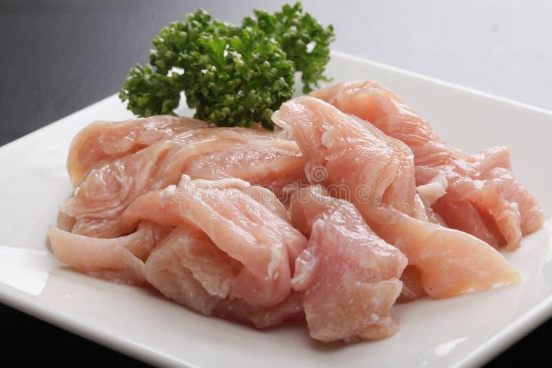 Свежее сырцовое мясо свинины Tonmino с травами тимона на белом диске стоковые изображения