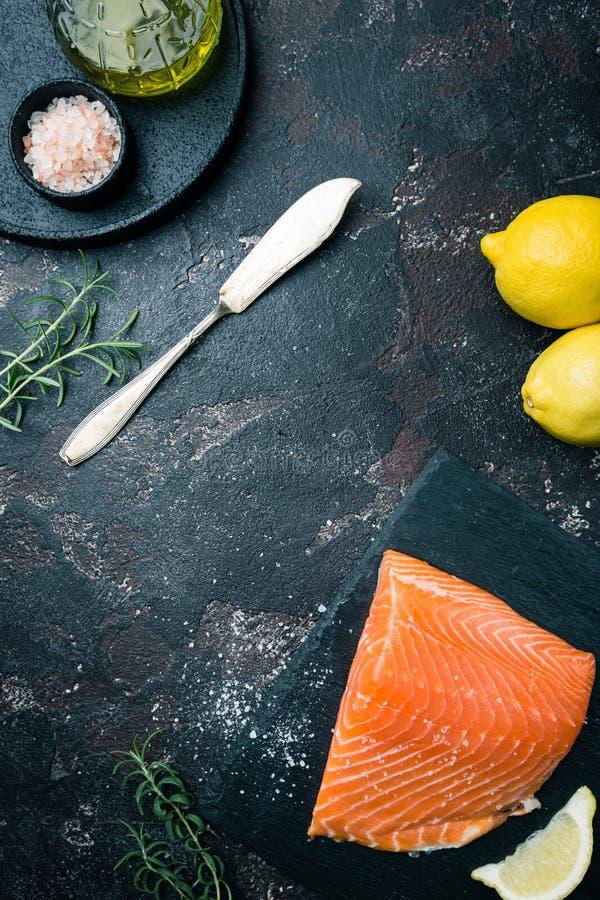 Свежее сырцовое salmon филе стоковые фотографии rf