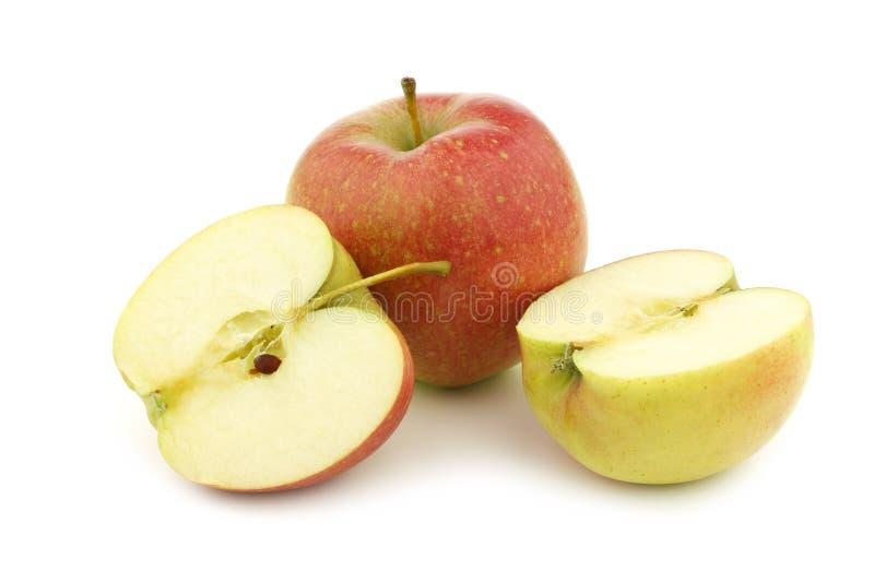 Свежее яблоко Maribelle и отрезанное одно стоковые фотографии rf