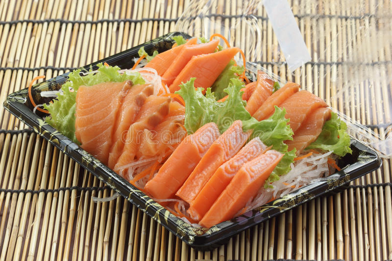 Свежее Salmon seshimi установленное в коробку стоковое фото