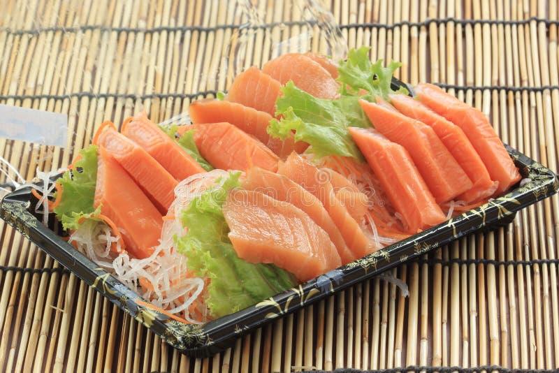 Свежее Salmon seshimi установленное в коробку стоковые фото
