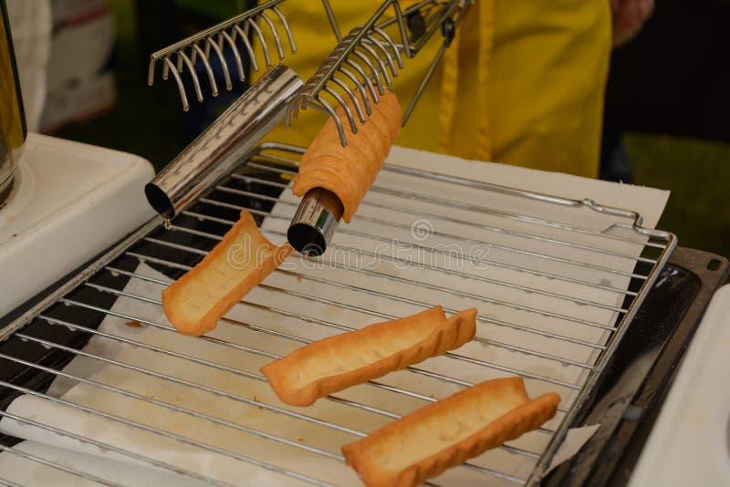 Свеже испеченные donuts - блинчики стоковое изображение rf