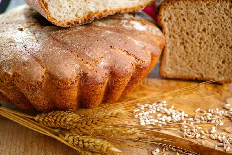 Свеже испеченный домодельный sourdough сказал хлеб по буквам стоковые фото